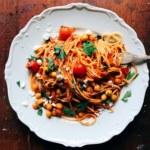 Snabb tomatpasta med rostade kikärtor
