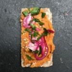 Veganskt pålägg: vit bönröra med grillad paprika