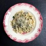 Krämig zucchini- och svamppasta