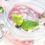 Chiafrutti med jordgubbssås
