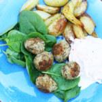 Linsköttbullar med morotztsatsiki och ugnsrostad potatis