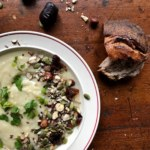 Potatis- och palsternacksoppa med nöt- och dadeltopping