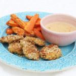 Vegetariska nuggets med sötpotatis, morötter och jordnötssås