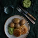 Matvetebiffar med ärtpesto och potatis