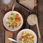 Potatissoppa och vitbönröra med örter och citron