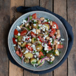 Potatissallad med rödlök, tomat, fetaost och oliver