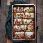 Kåldolmar med belugafyllning och tomatsås