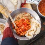 Chili sin carne med tortillabröd på stormkök