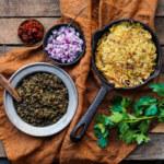 Råraka med belugalinser, pesto, rödlök och soltorkade tomater