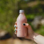 Somrig rabarber- och jordgubbssmoothie